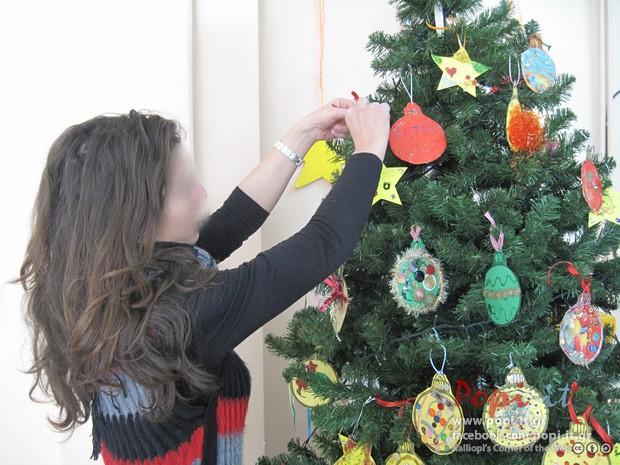 Χριστουγεννιάτικο δέντρο και παιχνίδια - Ευχές από τους γονείς