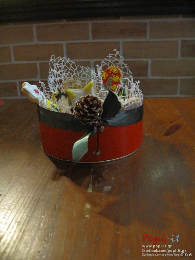 Μπισκότα σε στρογγυλό τσίγκινο κουτί !