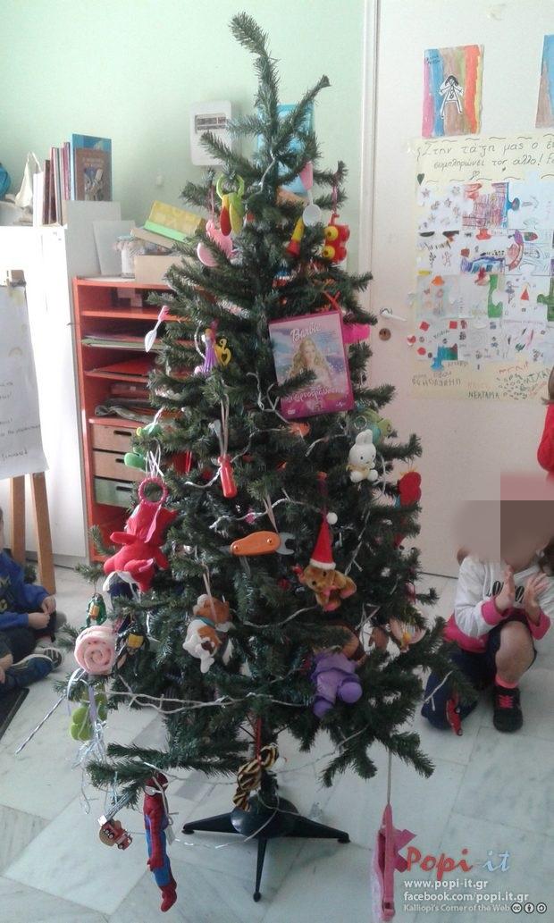 Στολισμός δέντρου, πόρτας και φάτνης